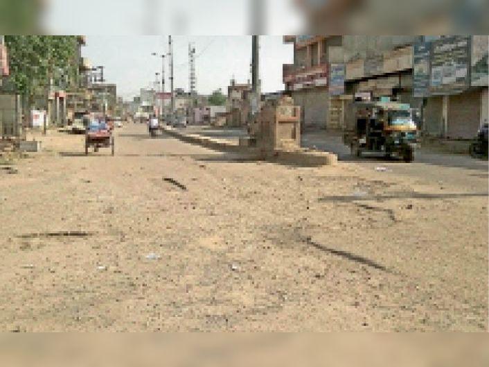 भिवानी। बावड़ी गेट चौक पर क्षतिग्रस्त सड़क का फाइल फोटो। - Dainik Bhaskar