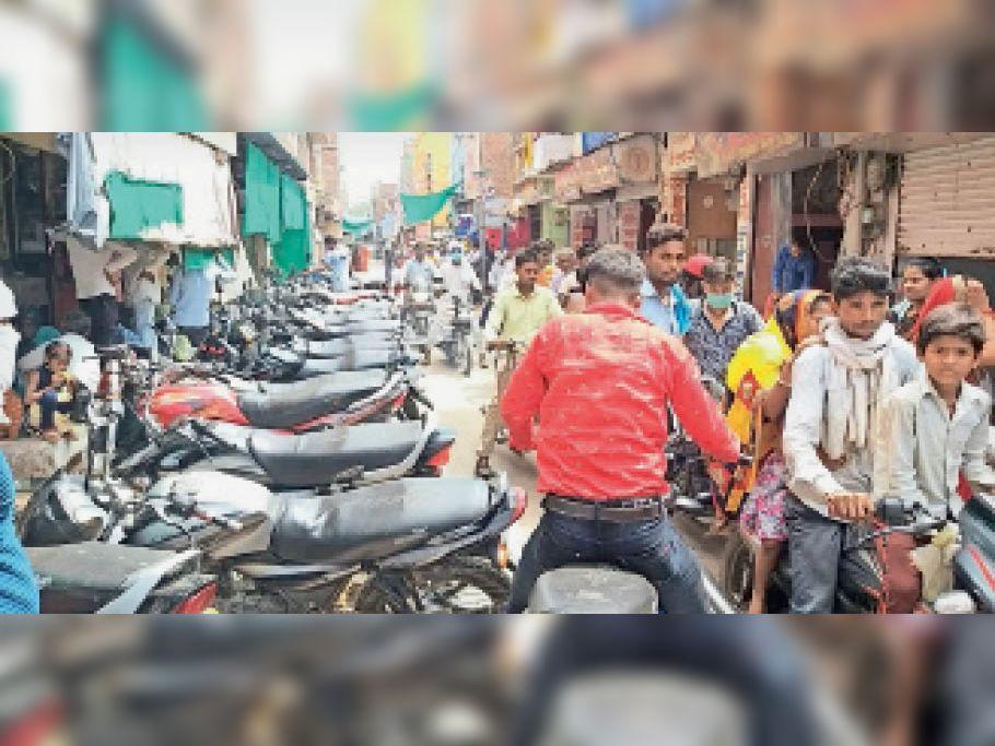 गोहद नगर की पान चौराहा गली में लगा ट्रैफिक जाम । - Dainik Bhaskar