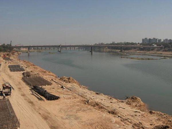 अहमदाबाद में साबरमती नदी किनारे फिलहाल रिवरफ्रंट फेज-2 का काम चल रहा है।
