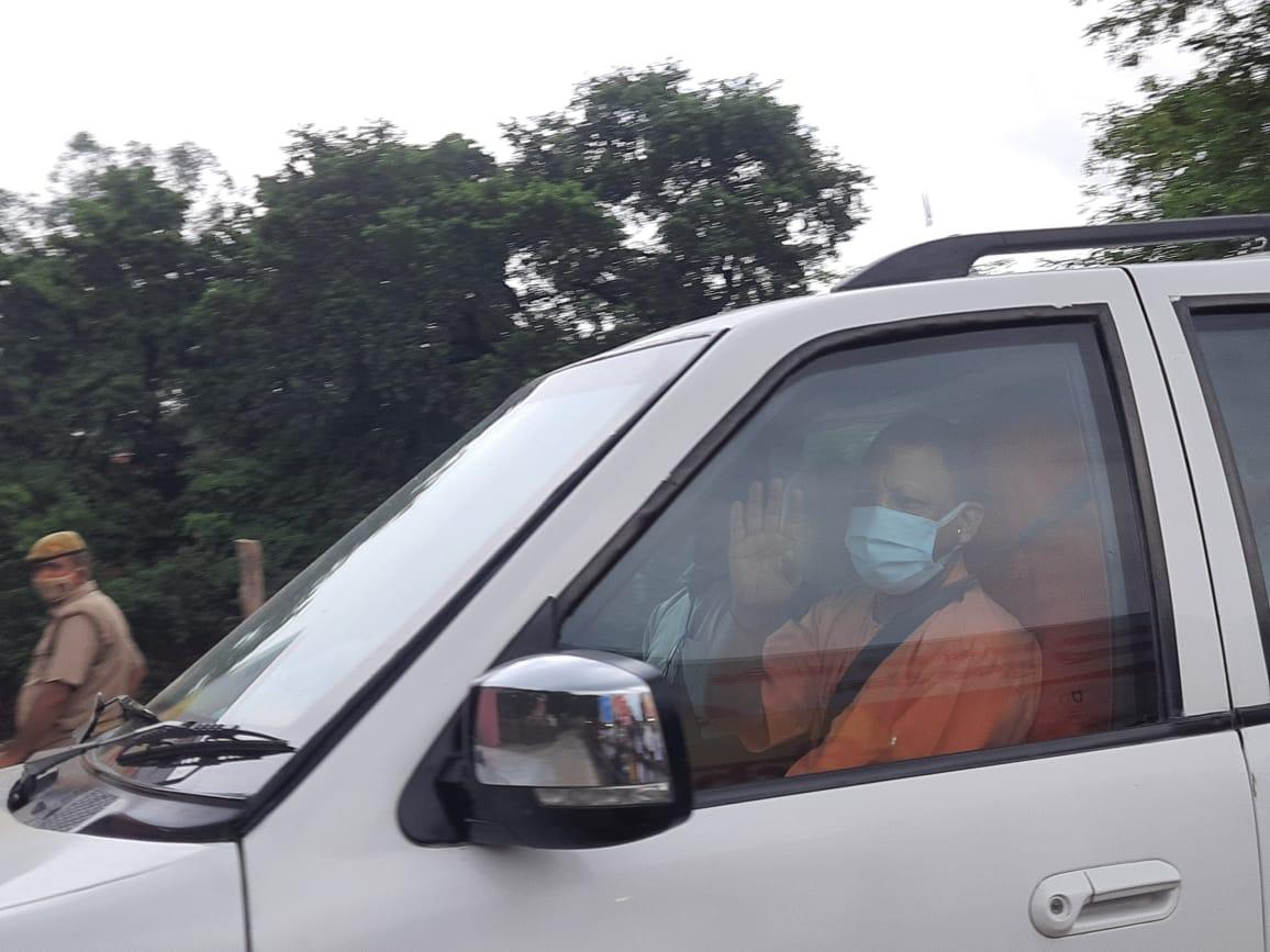 हाथी बाजार सीएचसी से वाराणसी जीते मुख्यमंत्री योगी आदित्यनाथ।