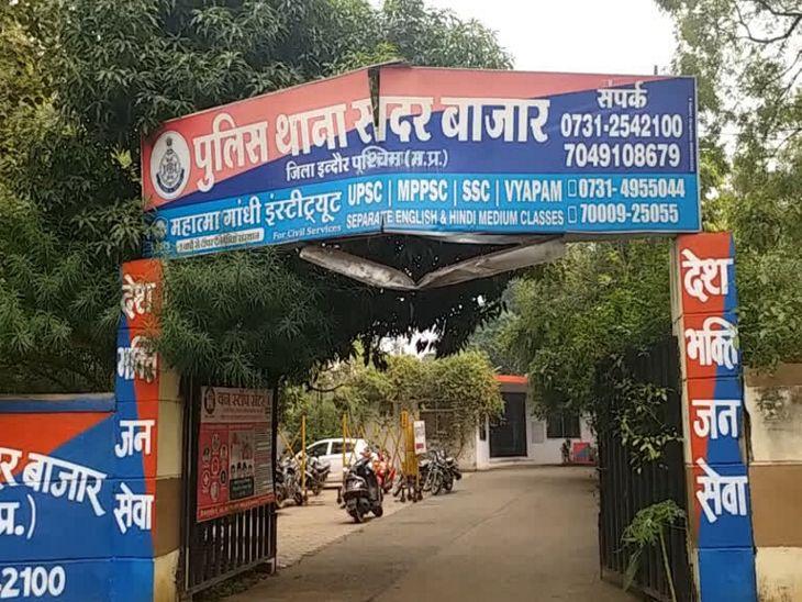 पुलिस ने आरोपियों से पूछा - तुम्हारे इन दोनों मोबाइल का नंबर क्या है, नंबर की जगह दोनों झांकने लगे बगल इंदौर,Indore - Dainik Bhaskar