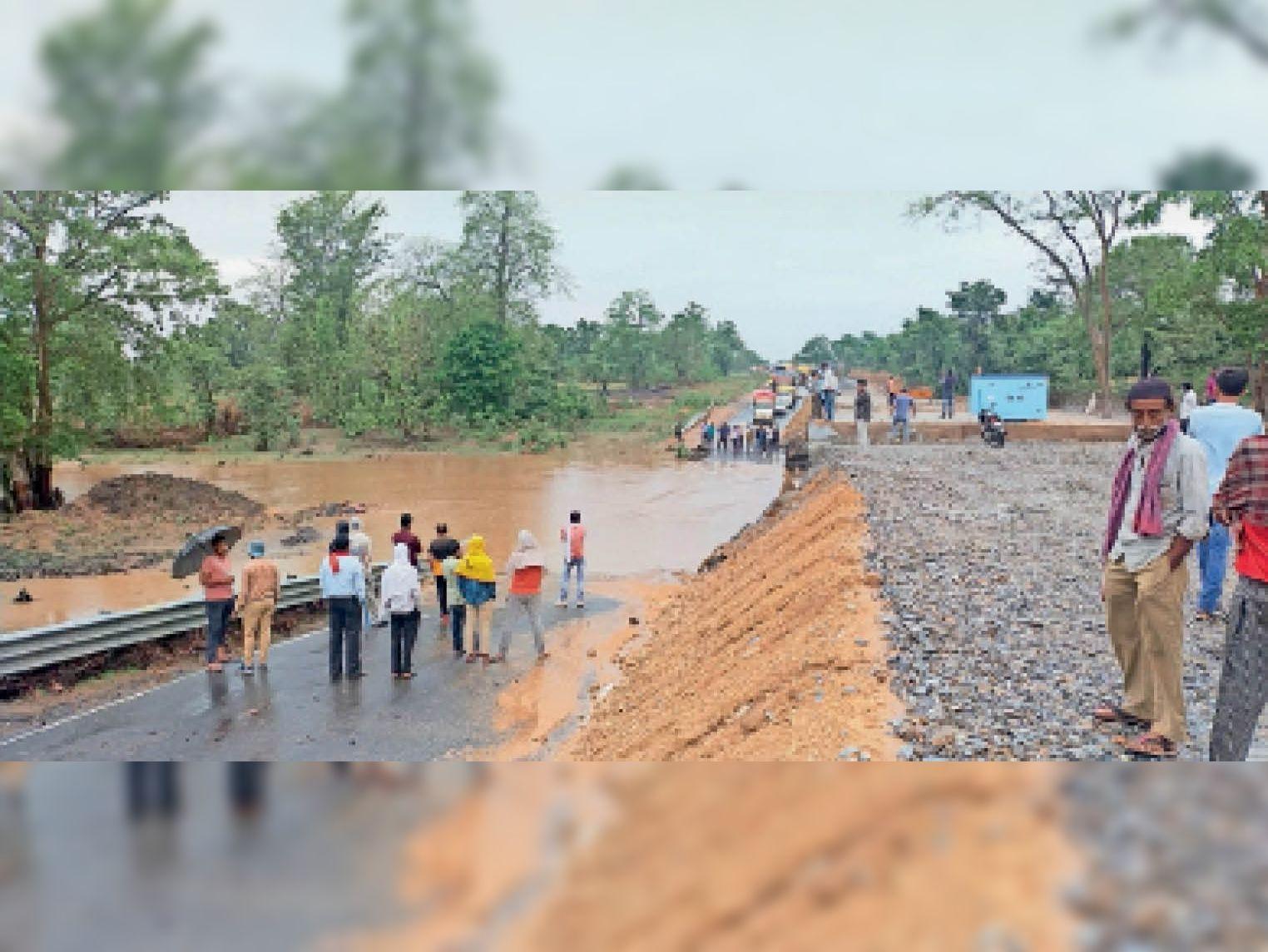 सात दिन में दूसरी बार धार नदी में बाढ़, 7 घंटे बंद रहा हाइवे बैतूल,Betul - Dainik Bhaskar
