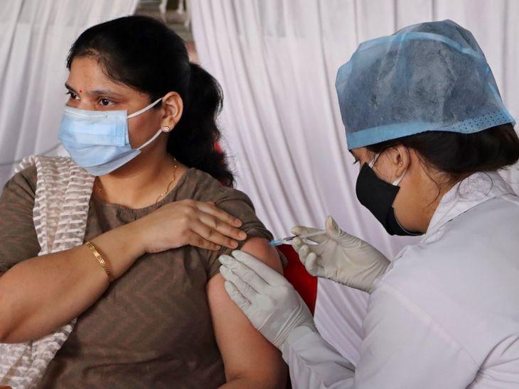 इंदौर फर्स्ट डे टारगेट 2 लाख, 7 दिन में 8 लाख को डोज देने की तैयारी,18+ वालों के लिए रजिस्ट्रेशन शुरू; शाम 4 बजे बाद सीधे भी लगवा सकते हैं वैक्सीन|इंदौर,Indore - Dainik Bhaskar