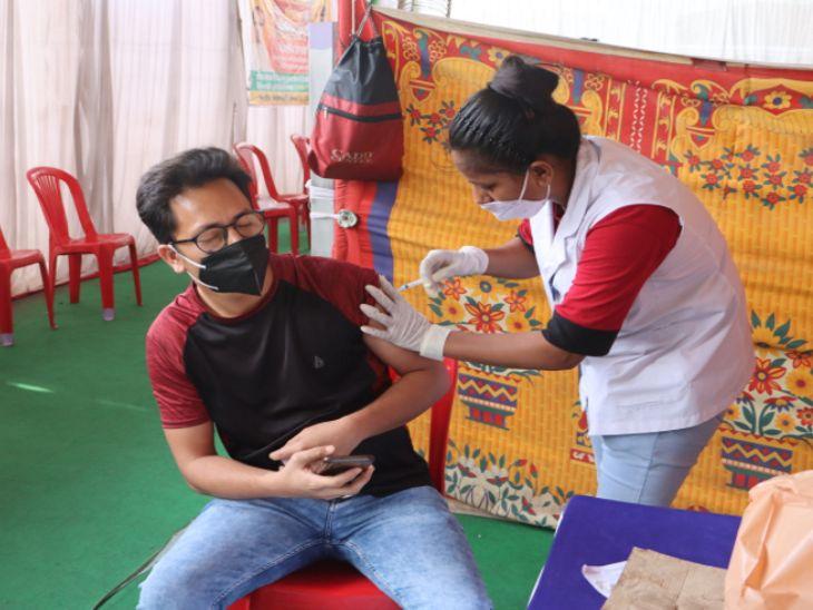 इंदौर में रविवार तक सभी जगह पर वैक्सीनेशन का काम बंद रहेगा। - Dainik Bhaskar