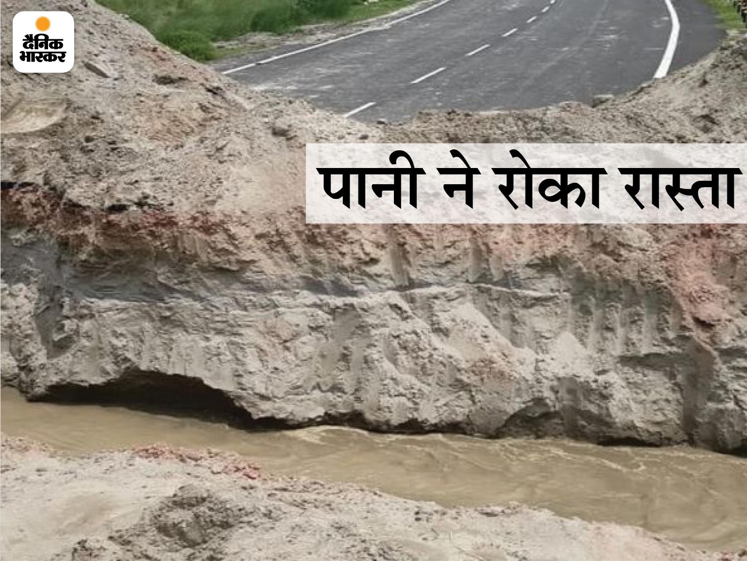 गंडक का जलस्तर बढ़ने से सत्तरघाट पुल के पास दो स्थानों पर काटा गया अप्रोच रोड, 50 लाख की आबादी प्रभावित|बिहार,Bihar - Dainik Bhaskar