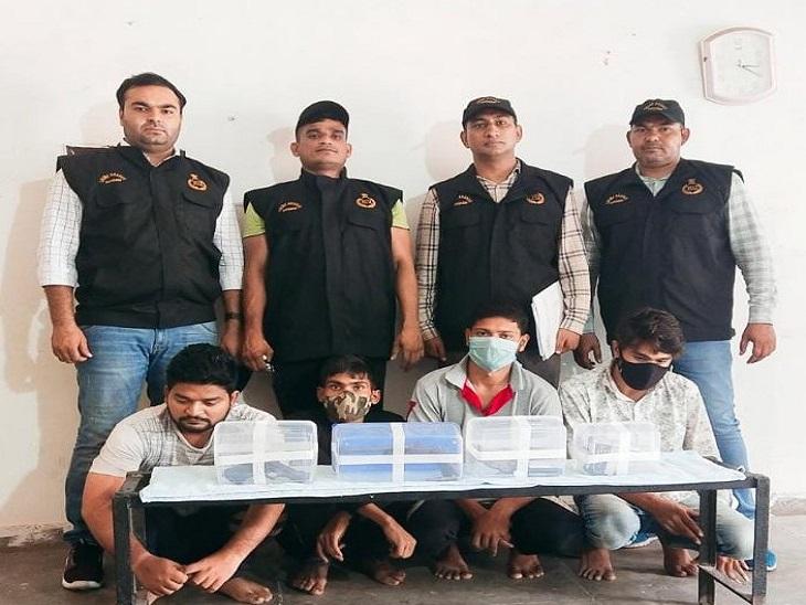 आरोपियों ने पिछले दिनों संजय कॉलोनी में एक दुकानदार से लूट की थी। - Dainik Bhaskar