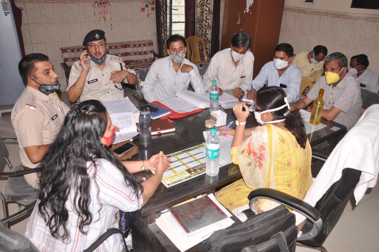 घाेटालेकी जांच करने एडिशनल डायरेक्टर पहुंची श्रीगंगानगर, शिक्षा और अन्य विभागों के अधिकारियों के साथ की बैठक|श्रीगंगानगर,Sriganganagar - Dainik Bhaskar