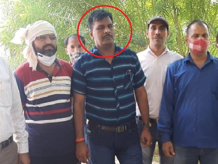 गिरफ्त में घूसखोर ASI - Dainik Bhaskar