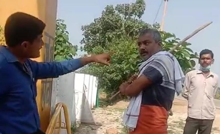 भाजपा के पूर्व जिलाध्यक्ष का बेटा अवैध पत्थर से भरा ट्रैक्टर-टॉली का बना रहा था वीडियो, दो भाइयों ने डंडों से पीटा; पुलिस भी नहीं बचा पाई|सागर,Sagar - Dainik Bhaskar