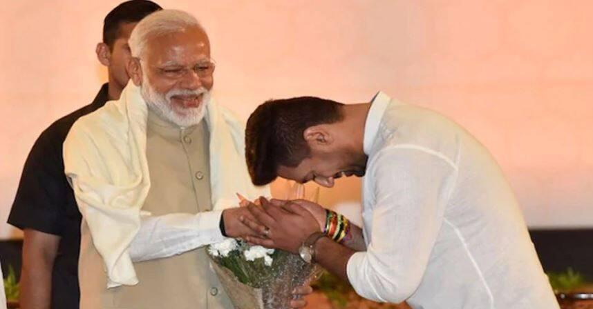 एक कार्यक्रम में प्रधानमंत्री नरेंद्र मोदी का अभिवादन करते चिराग पासवान।