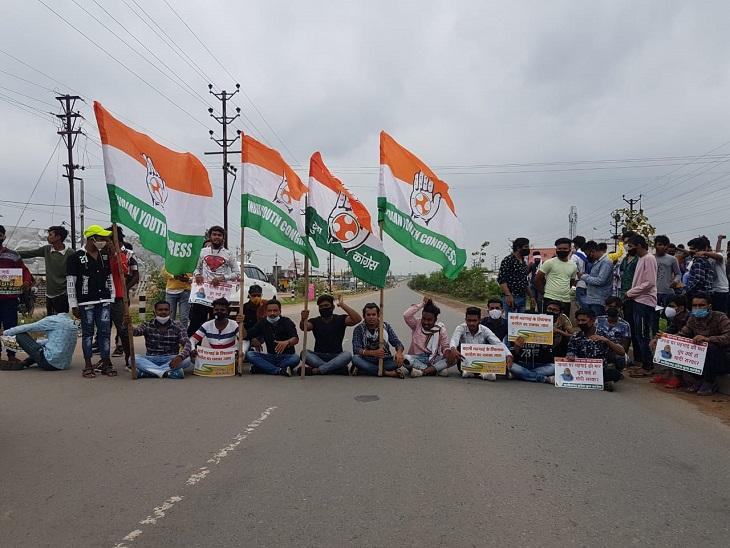 कांग्रेस कार्यकर्ताओं को पता ही नहीं थे पेट्रोल के रेट, और बढ़ते दामों के खिलाफ हाईवे पर कर दिया चक्काजाम रायपुर,Raipur - Dainik Bhaskar