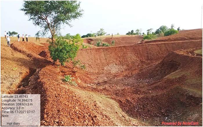 राजीव गांधी जल संचय योजना के तहत डेरी में निर्माणधीन एनिकट। - Dainik Bhaskar