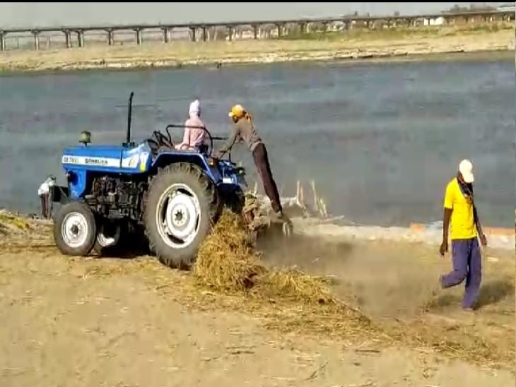 गंगा में जलस्तर बढ़ने के कारण मंडरा रहा है गंगा दशहरा पर दोहरा खतरा। - Dainik Bhaskar