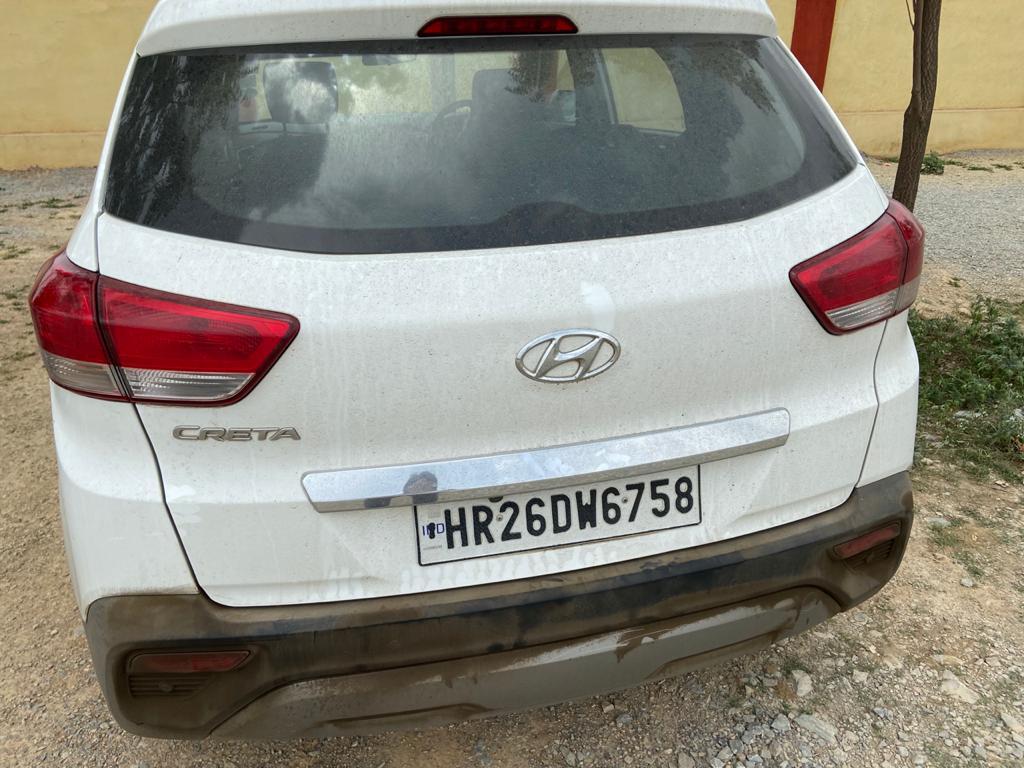 आरोपियों से जब्त की गई कार।