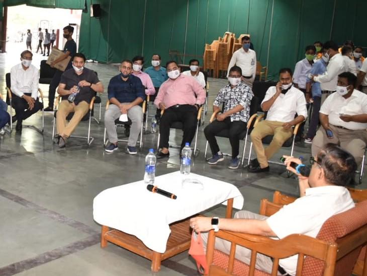 कोचिंग व स्कूल संचालकों ने कलेक्टर को ज्ञापन दिया, डाउट सेशंस शुरू करने की मांग, जल्द प्रतिनिधिमंडल जयपुर में UDH मंत्री से करेगा मुलाकात|कोटा,Kota - Dainik Bhaskar