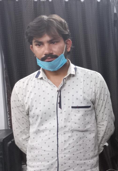 पुलिस के मुताबिक, आरोपी गगन तिवारी अपनी गैंग के साथ पुलिस की वर्दी पहनकर हाईवे पर वसूली करता था। - Dainik Bhaskar