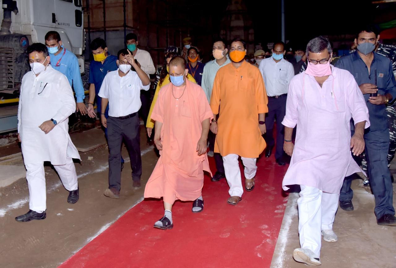 वाराणसी दौरे पर मुख्यमंत्री योगी आदित्यनाथ। - Dainik Bhaskar