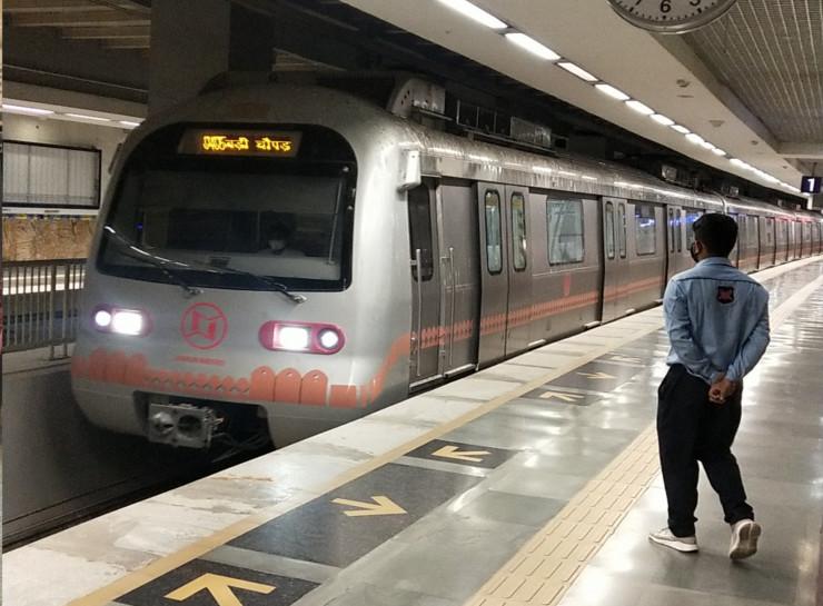 दो महीने बाद दो दिन में छह हजार यात्रियों ने किया सफर, अभी रोजाना 120 चक्कर लगा रही है मेट्रो, बड़ी चौपड़ पर दो एंट्री गेट हैं बंद|जयपुर,Jaipur - Dainik Bhaskar