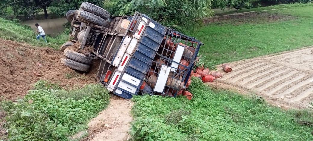 वाराणसी में दुर्घटना को अंजाम देने के बाद चालक फरार, पुलिस ने शव को कब्जे में लेकर पोस्टमार्टम के लिए भेजा|वाराणसी,Varanasi - Dainik Bhaskar