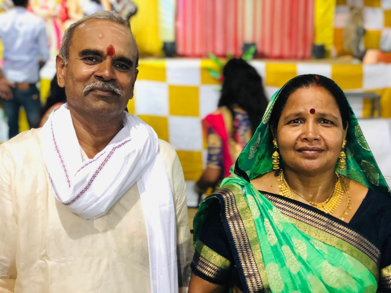 वाराणसी के भगतपुर गांव में रहने वाले ललित के मां-बाप।