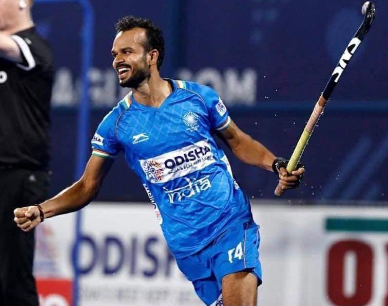 टोक्यो ओलिंपिक के लिए भारतीय हॉकी टीम में ललित का चयन, बेंगलुरू के नेशनल कैंप में कर रहे हैं तैयारी वाराणसी,Varanasi - Dainik Bhaskar