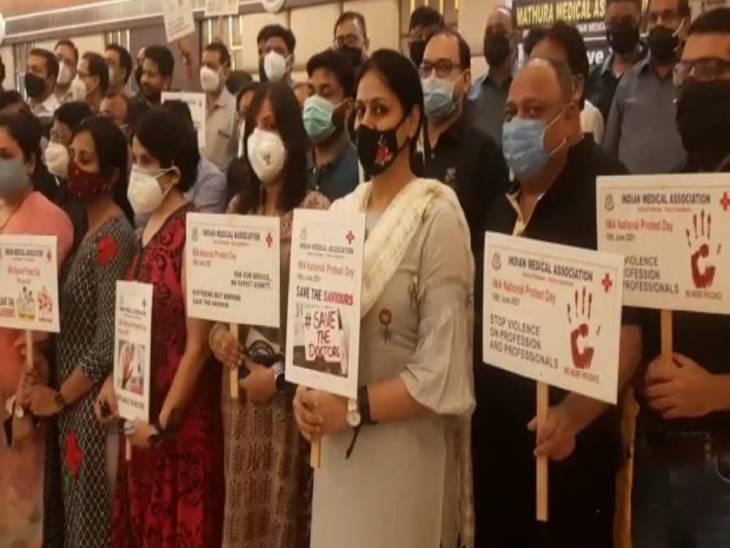 आईएमए मथुरा के अध्यक्ष नागेंद्र गौर ने कहा कि डॉक्टर सुरक्षित नहीं हैं। - Dainik Bhaskar