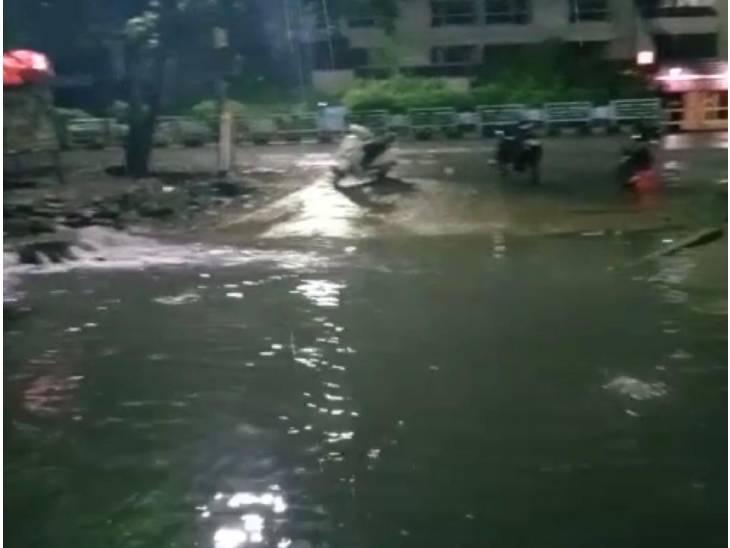 महाराजा होटल के सामने भरा पानी। - Dainik Bhaskar