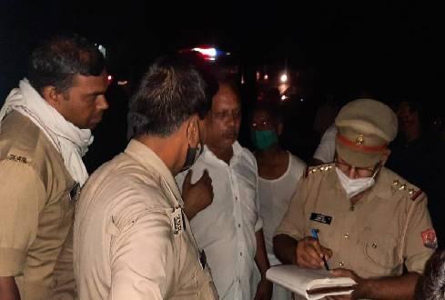 घटना की जांच में जुटी पुलिस। - Dainik Bhaskar