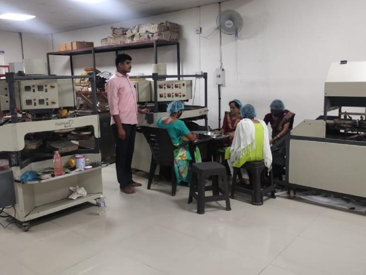 प्रमोद ने पुणे में ऑफिस खोला है, जहां वे अपने प्रोडक्ट को तैयार करने के बाद मार्केटिंग के लिए भेजते हैं।