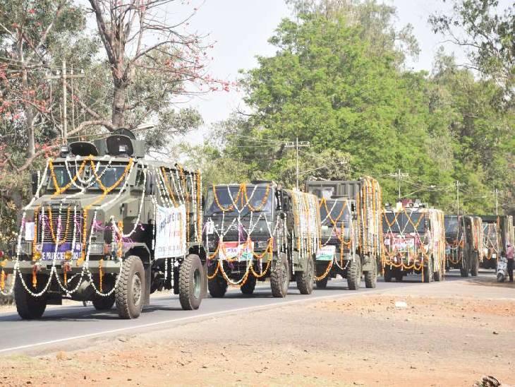 वीएफजे में तैयार होता है सैन्य वाहन।