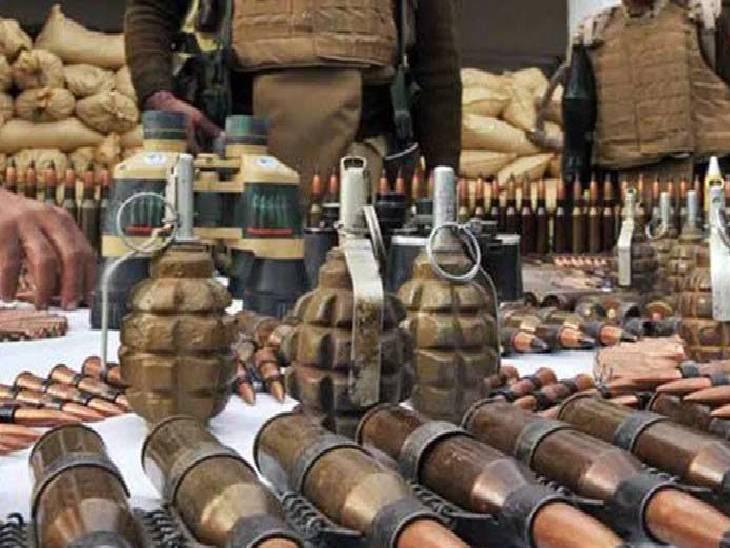 जीआईएफ में बम, हैंड ग्रेनेड की बॉडी और एरियल बम की ढलाई होती है।