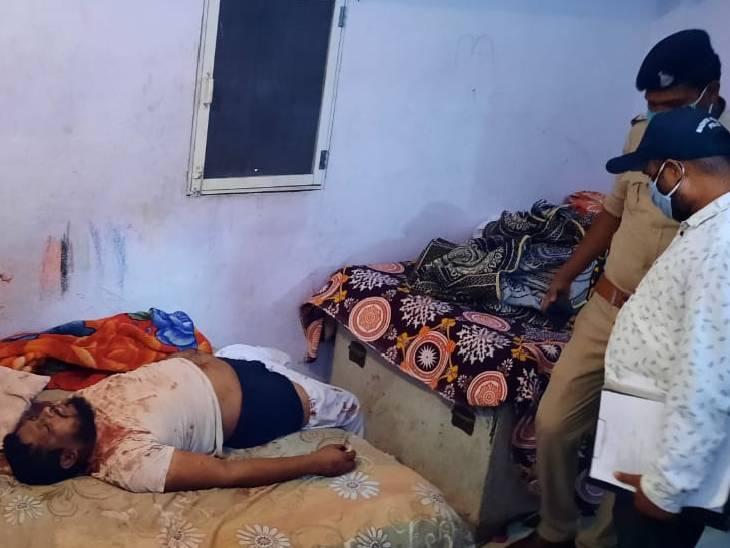 रात में सोते समय युवक पर धारदार हथियार से गला रेतकर की हत्या, शहर में फैली सनसनी; सीसीटीवी फुटेज खंगाल रही पुलिस|हरदा,Harda - Dainik Bhaskar