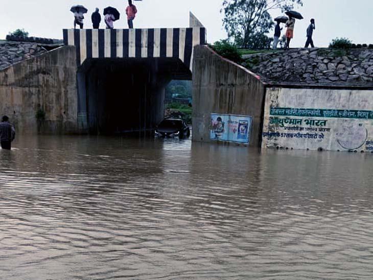 लगातार बारिश के बाद गिरिडीह में महेशमुंडा अंडरपास में जलभराव, लोगों को आवागमन में हो रही समस्या|झारखंड,Jharkhand - Dainik Bhaskar