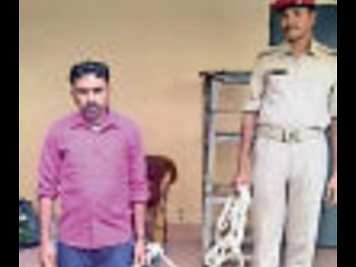 गिरफ्तार तस्कर । - Dainik Bhaskar