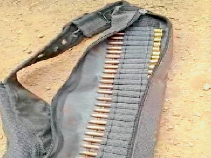 घटनास्थल पर 315 बोर के कारतूस का पट्टा, जबकि वनकर्मियों को 12 बोर के हथियार थे अलॉट। - Dainik Bhaskar