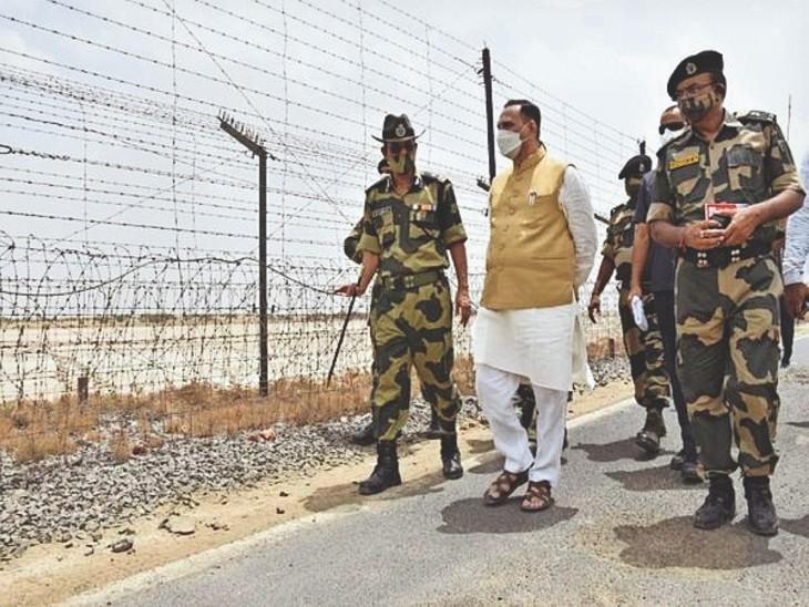 भारत-पाकिस्तान बॉर्डर पर नडाबेट में 125 करोड़ रुपए खर्च से विकसित होने वाले सीमा पर्यटन प्रोजेक्ट का गुरुवार को सीएम रुपाणी ने निरीक्षण किया। - Dainik Bhaskar