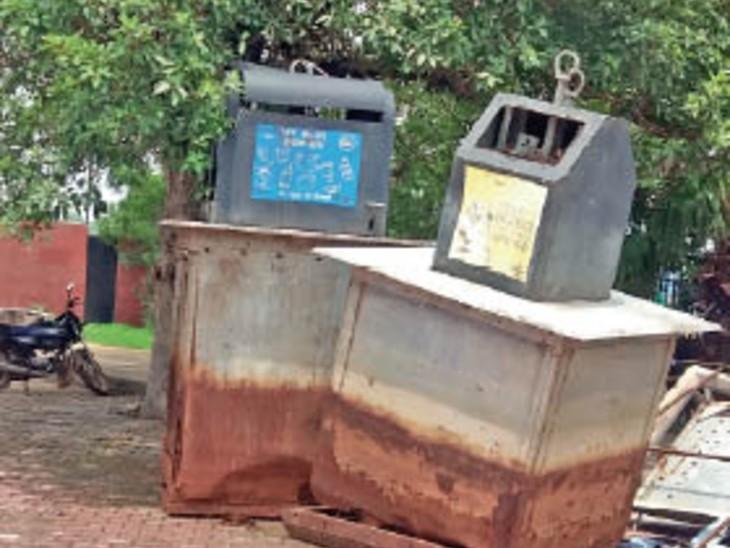 चंद दिनों में स्मार्ट कचरा पेटी कबाड़। - Dainik Bhaskar