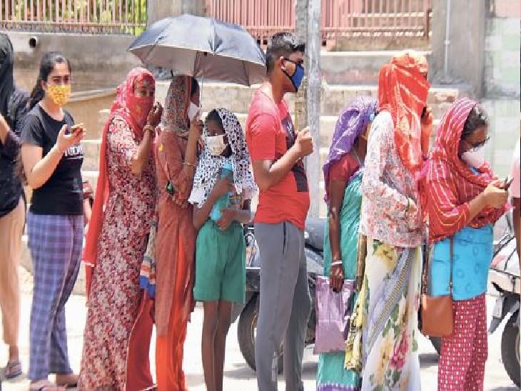 जयपुर में 18.43 लाख यानी 24.90% आबादी को लगी पहली डोज; रोजाना 25 हजार टीके लगे तो भी 136 दिन लगेंगे पूरी आबादी को पहली डोज लगाने में|जयपुर,Jaipur - Dainik Bhaskar