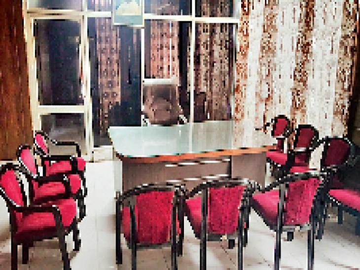 कोटकपूरा के नगर काउंसिल अध्यक्ष की खाली पड़ी कुर्सी जिसे शुक्रवार को दावेदार नसीब होगा। - Dainik Bhaskar