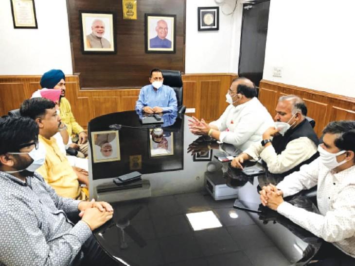 दिल्ली में केंद्रीय राज्य मंत्री जितेंदर सिंह से मिलते अश्वनी शर्मा समेत कई नेता। - Dainik Bhaskar