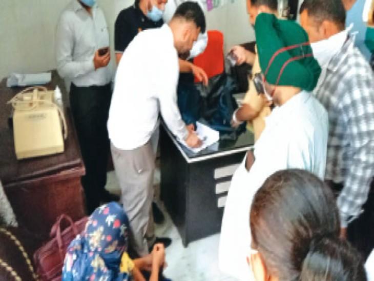डॉ. सुनीता ने कहा कि उन्हें झूठे ट्रैप में फंसाया गया है। - Dainik Bhaskar
