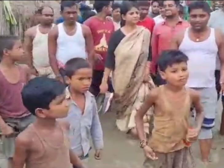 रितु जायसवाल ने दिखाई ग्रामीण कार्य विभाग को हनुमान नगर गांव की सड़क की सूरत|बिहार,Bihar - Dainik Bhaskar