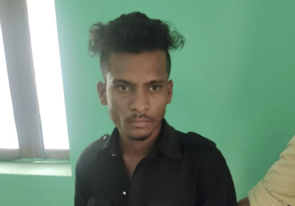 पुलिस कस्टडी से फरार आरोपी - Dainik Bhaskar