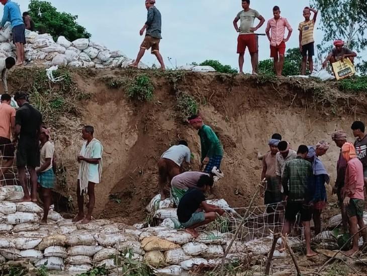 बगहा के पचफेड़वा में मनोर नदी ले गई किसानों के 30 एकड़ खेत, प्रशासन ने नहीं सुनी तो खुद से बना लिया बांध|बिहार,Bihar - Dainik Bhaskar