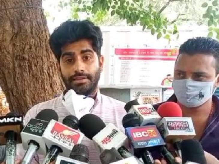 मनीष आंजना ने थाने में शिकायत दर्ज कराई है। - Dainik Bhaskar