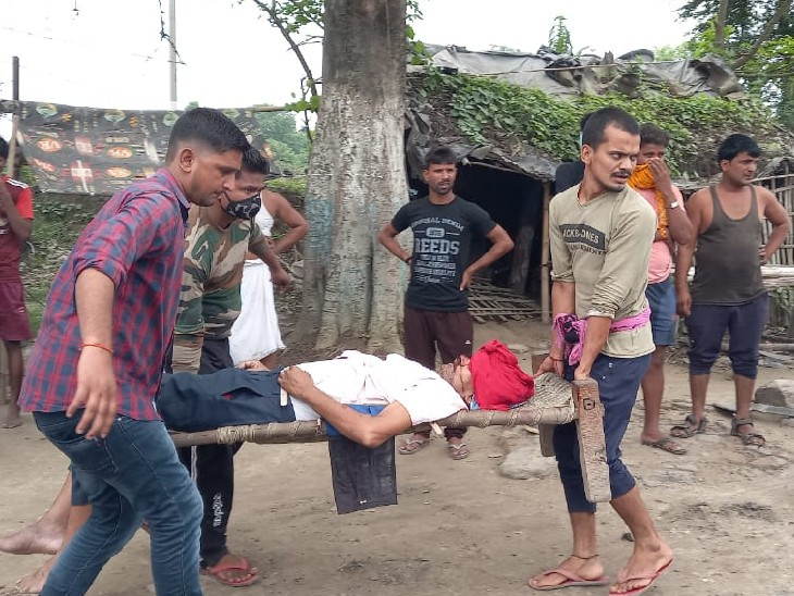 तेज रफ्तार पिकअप ने NH-31 पर बाइक सवार को रौंदा; इलाज के लिए ले जाने के दौरान रास्ते में ही तोड़ा दम|खगरिया,Khagaria - Dainik Bhaskar