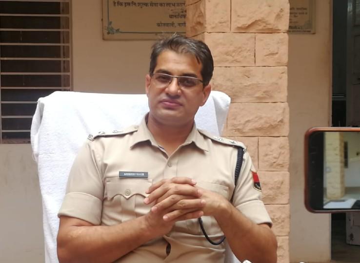 प्रेसवार्ता कर ह्त्या की वारदात का खुलासा करते SP अभिजीत सिंह।