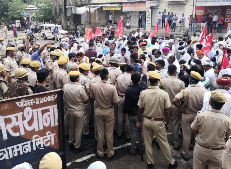 कुचामन में किसानों और पुलिस के बीच बना हुआ है गतिरोध। - Dainik Bhaskar