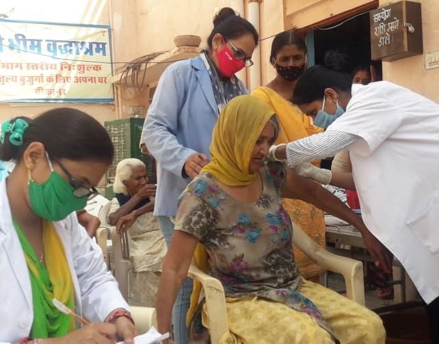 बीकानेर में वैक्सीनेशन तेज गति से हो रहा है। - Dainik Bhaskar