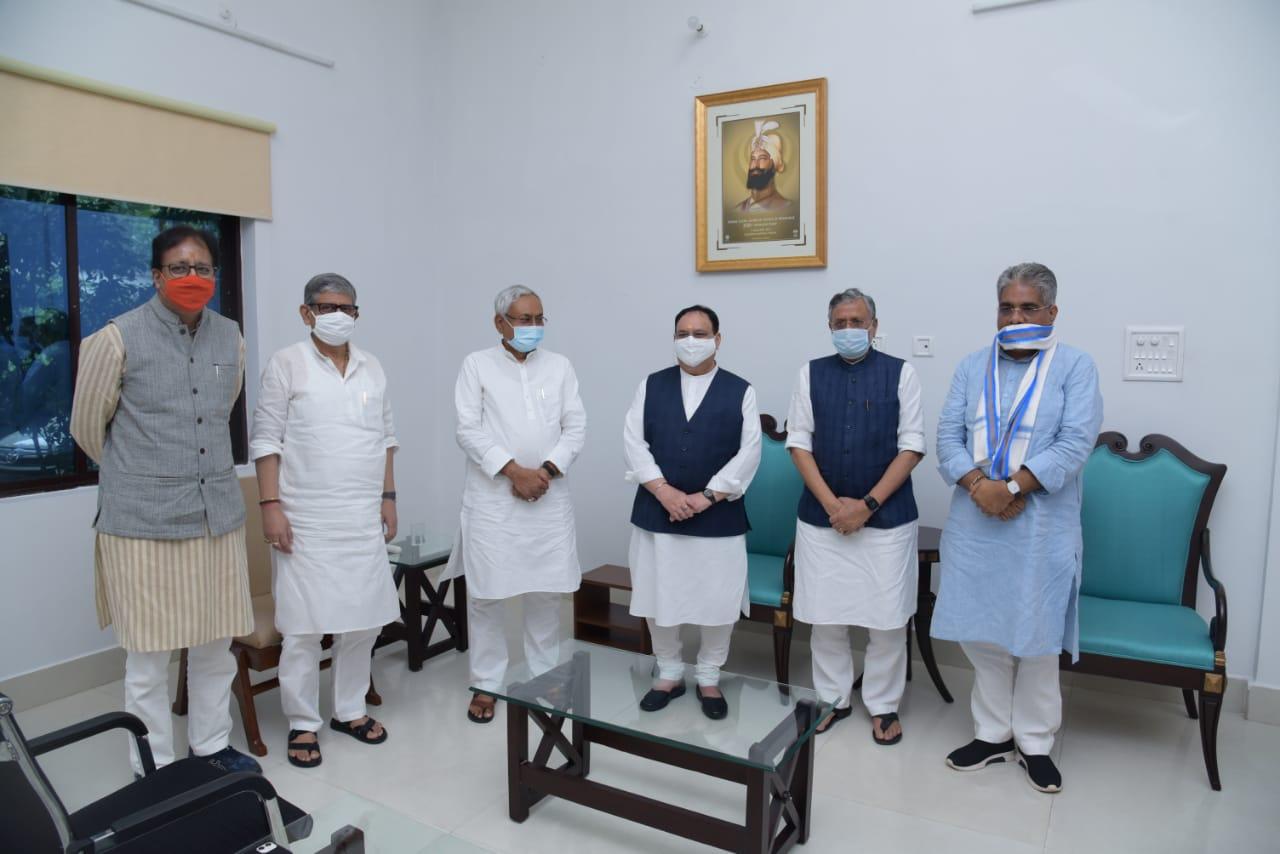 बिहार विधानसभा चुनाव में सीटों के बंटवारे की चर्चा के दौरान मुख्यमंत्री नीतीश कुमार के साथ सांसद ललन सिंह।